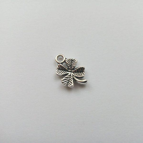 Fém függő négylevelű lóhere ezüst charm fityegő