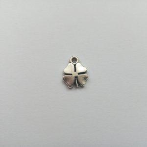 Fém függő ezüst színű szerencsehozó négylevelű lóhere charm fityegő pici