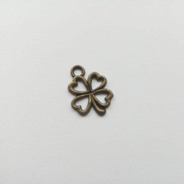 Fém függő bronz színű szerencsehozó négylevelű lóhere charm fityegő körvonalas