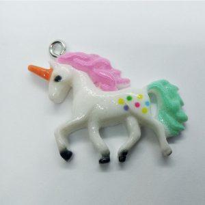 Extra függő állat unikornis egyszarvú színes műanyag charm
