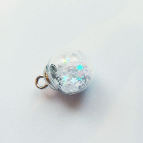 Extra függő fehér csillagos gömb charm fityegő