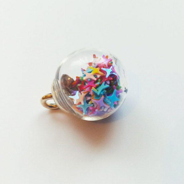 Extra függő színes csillagos gömb charm fityegő