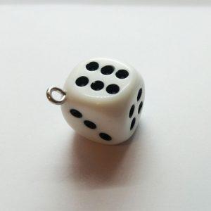 Extra függő dobókocka fehér charm fityegő