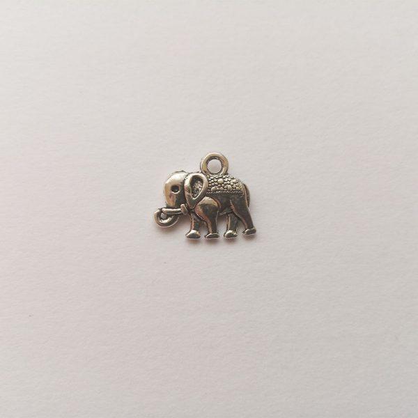 Fém függő ezüst színű elefánt szerencsehozó charm fityegő