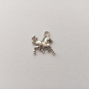 Fém függő charm fityegő ezüst színű állat ló paci