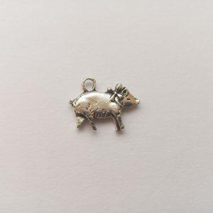 Fém függő charm fityegő ezüst színű állat malac sertés disznó szilveszter vadászat