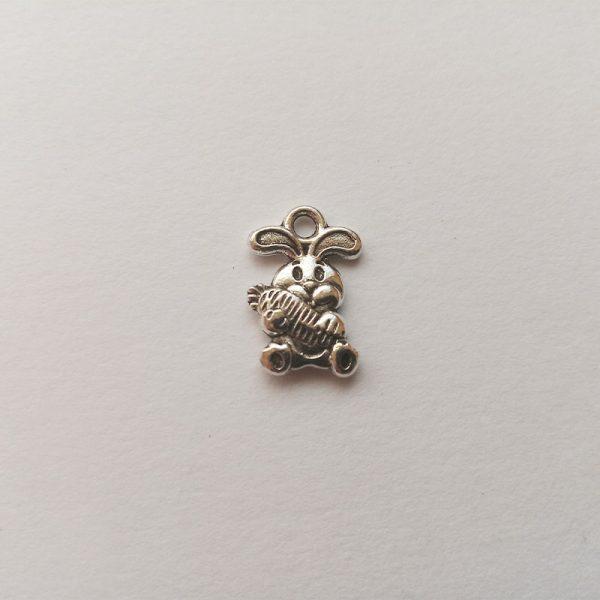 Fém függő charm fityegő ezüst színű állat nyuszi húsvét vadászat