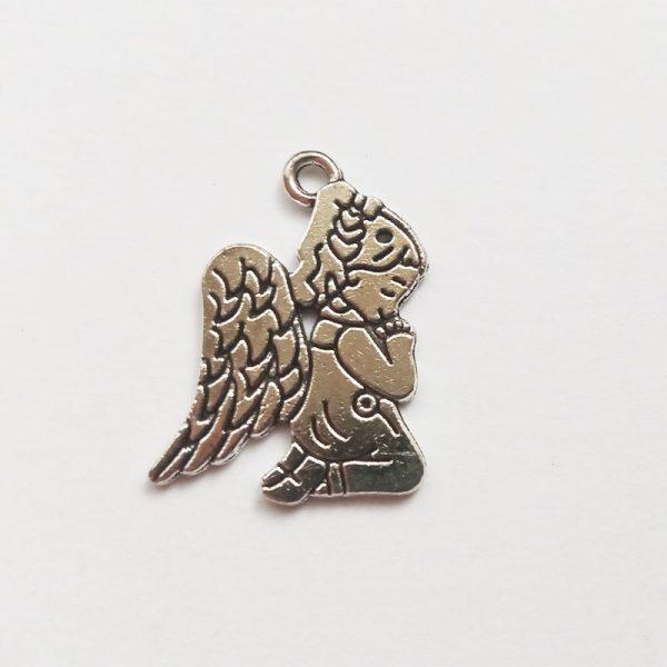 Fém függő ezüst angyal térdelő imádkozó charm fityegő