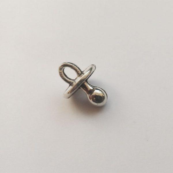Fém függő charm fityegő ezüst színű cumi baba babavárás