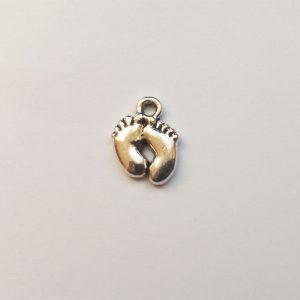 Fém függő ezüst színű baba talpak, baba tappancs charm fityegő