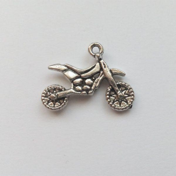 Fém függő ezüst színű cross motor közlekedés jármű charm fityegő