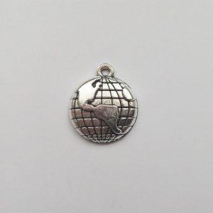 Fém függő ezüst színű földgömb charm nyaralás utazásfityegő
