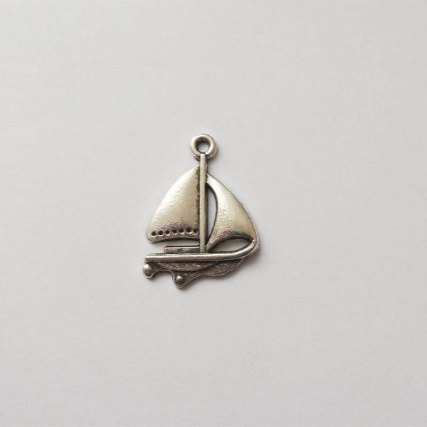 Fém függő ezüst színű vitrolás hajó vízi közlekedés jármű charm nyaralás sport fityegő