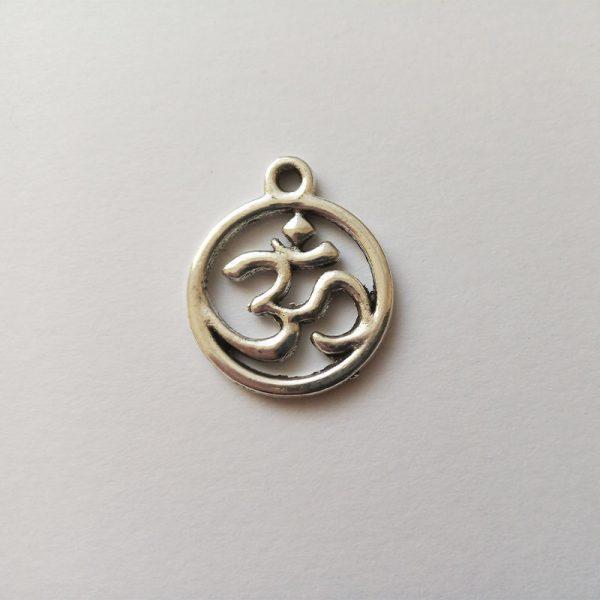 Fém függő charm fityegő ezüst színű ohm jel jóga spirituális