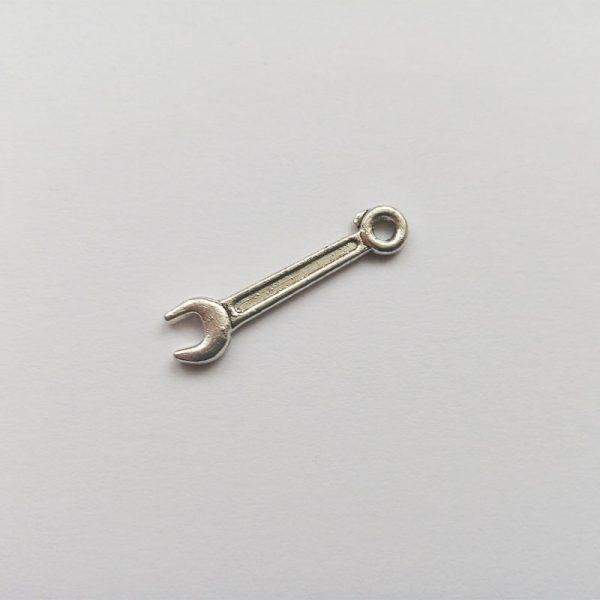 Fém függő szerszám ezüst színű charm fityegő ezermester barkácsolás szerelő barkácsolás villáskulcs