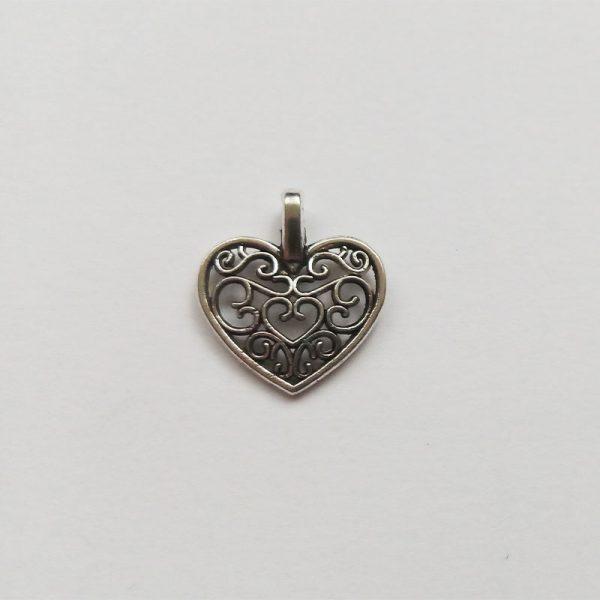 Fém függő ezüst színű szív díszes charm szerelem fityegő szeretet