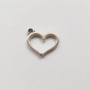 Fém függő ezüst színű szív körvonal charm szerelem fityegő szeretet