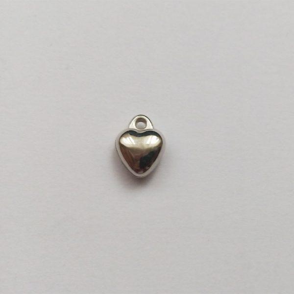 Fém függő ezüst színű szív pici charm szerelem fityegő szeretet