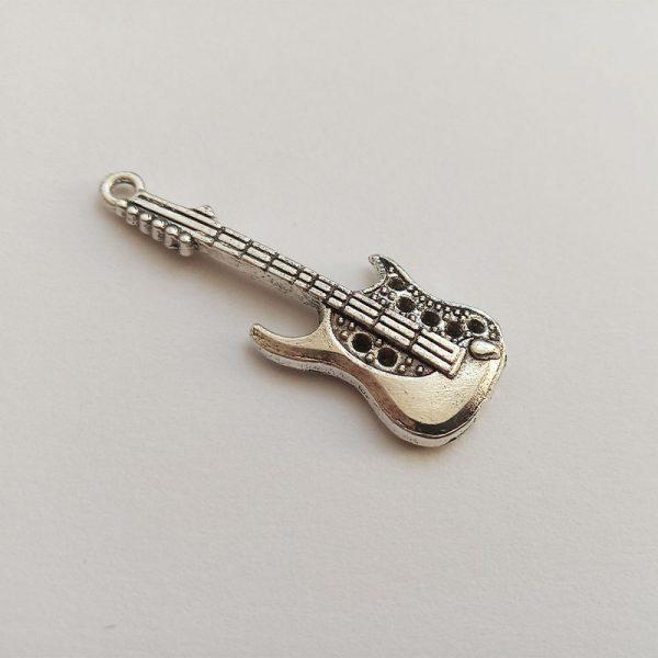 Fém függő charm fityegő zene éneklés dallam gitár