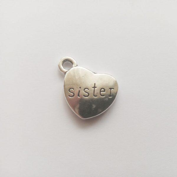 Fém függő ezüst színű sister testvér tesó szív charm fityegő