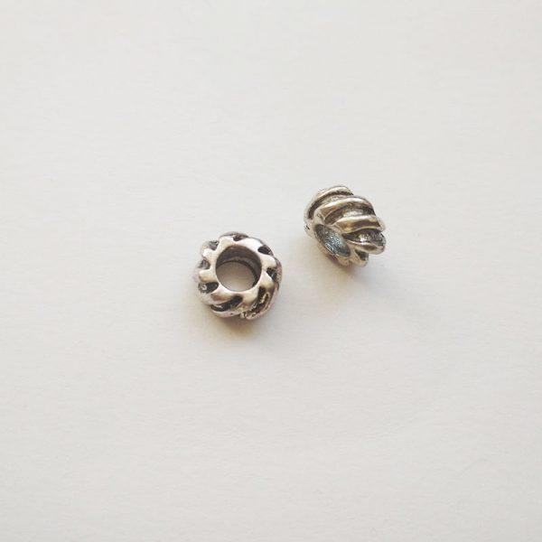 Fém függő ezüst színű gumiabroncs charm